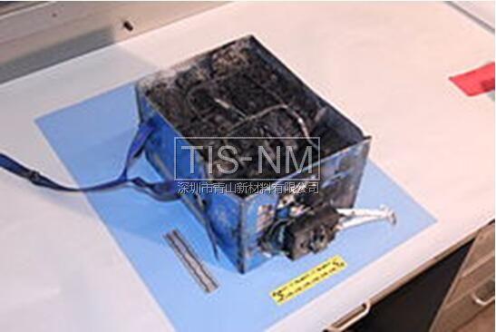 事发飞机上回收的故障锂电池盒子